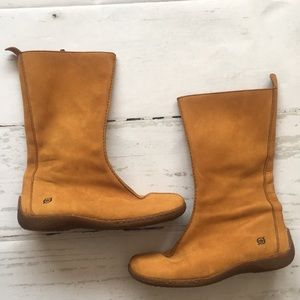 Born Leather Camel Color Zip Up Boot